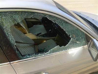 车生活保镖:一夜七车被砸 车上话梅也被偷