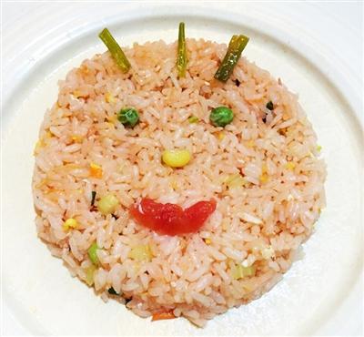 看着家里的剩米饭,听着妈妈的叹息声,我决定把剩米饭变变花样,再稍